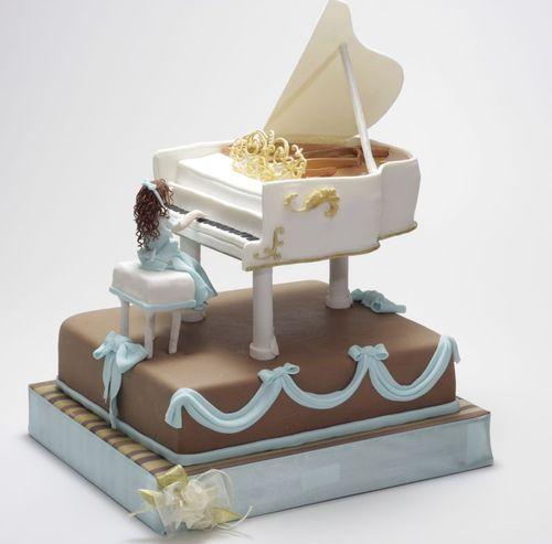Девочка и белый рояль